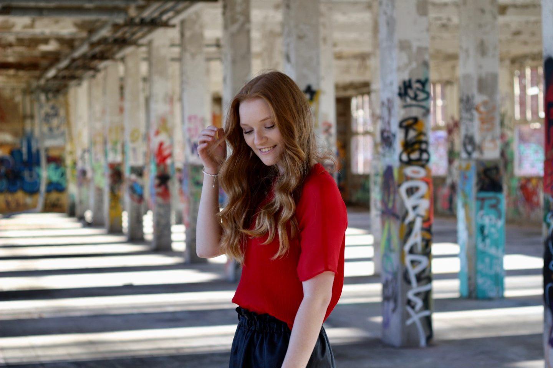 Fashion: Kunstlederrock mit Spitzendetails